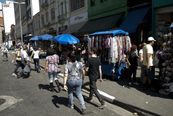 Brasil tem 33 milhões de carteiras assinadas e quase 13 milhões de desempregados