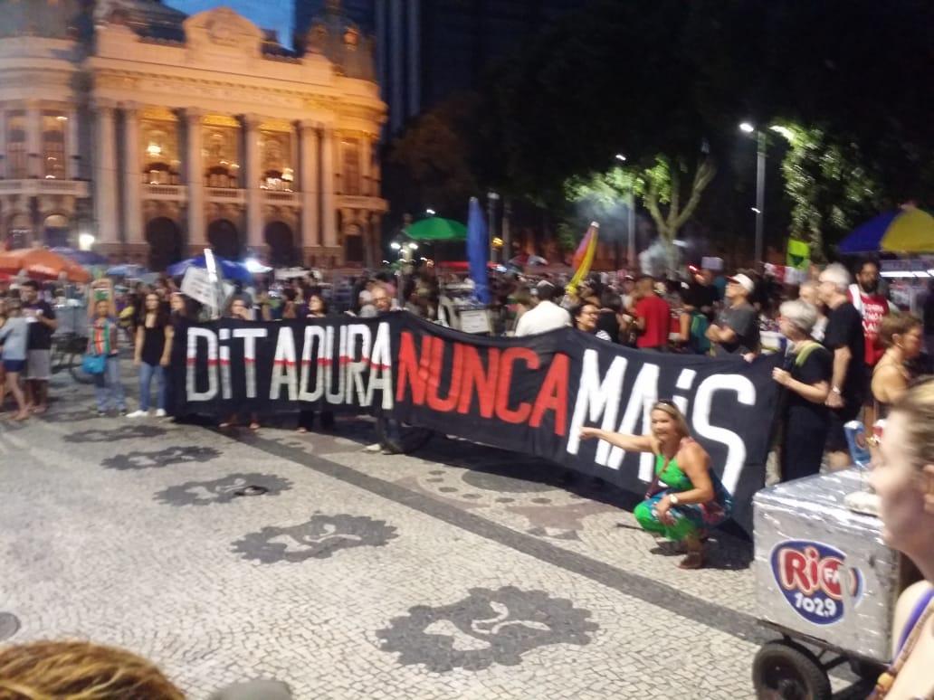 Viva a Democracia e a Memória do Povo Brasileiro